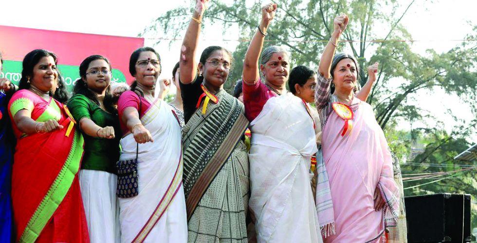 في الهند حروب أسريَّة بشأن تقليد محظور
