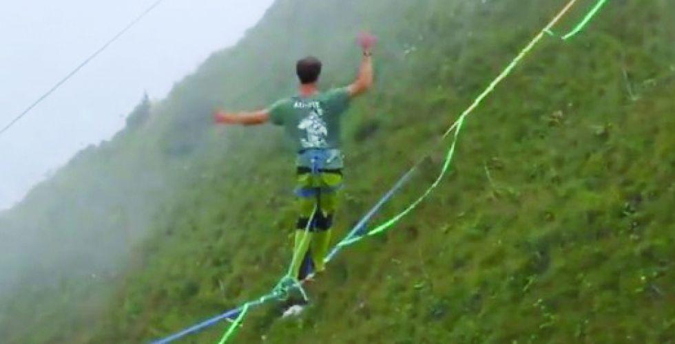 في جبال الألب.. مسابقة للوقوف على حبال بارتفاع  450 متراً