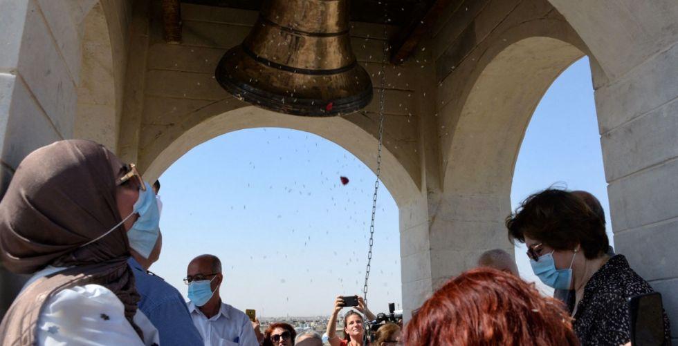 بعد سبعة أعوام من الصمت.. أقدم كنيسة بالموصل تقرع أجراسها من جديد