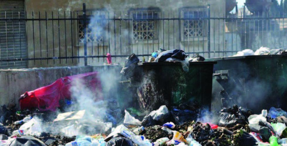 ظاهرة حرق النفايات داخل الأحياء السكنيَّة..  أضرار صحيَّة وبيئيَّة لا حصر لها