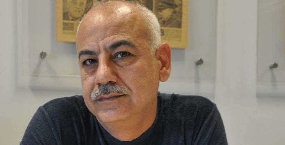 بليغ حمدي يسمع الردات الحسينية في كربلاء