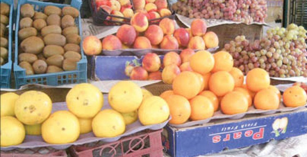 تباين أسعار الفواكه والخضراوات يربك دخل المواطن