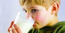 هل يسهمُ تناول الحليب في تقوية العظام حقاً؟
