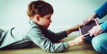 إدمان أطفال بعمر السنتين على الألواح الذكية