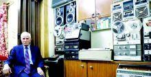 صاحب أقدم مكتبة للتسجيلات الغنائيَّة  يواصل شغفه بالموسيقى