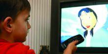 جلوس الأطفال أمام الشاشات يزيد من الإصابة  باضطرابات اللغة