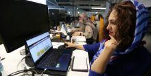 الإيرانيات العاملات في التكنولوجيا يجهدن للحفاظ على وظائفهن