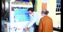 أجهزة صراف آلي لتوزيع الأرز مجاناً في فيتنام
