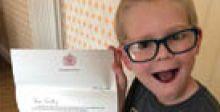 ملكة بريطانيا تشكر طفلاً في السابعة أهداها أحجية كلمات