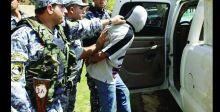 القبض على منتحل صفة ضابط ومتهمين بالقتل