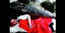 تاجر بريطاني يبيع سمكة وزنها 77 كيلو غراماً