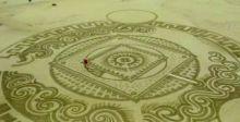 كرواتي يبدع في رسم لوحات  بالرمال على شواطئ البحار