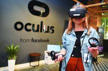 «فيسبوك» تجلب المكتب إلى الواقع الافتراضي