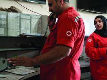 الصليب الأحمر: تأمين اتصال 19 ألف نازح بذويهم